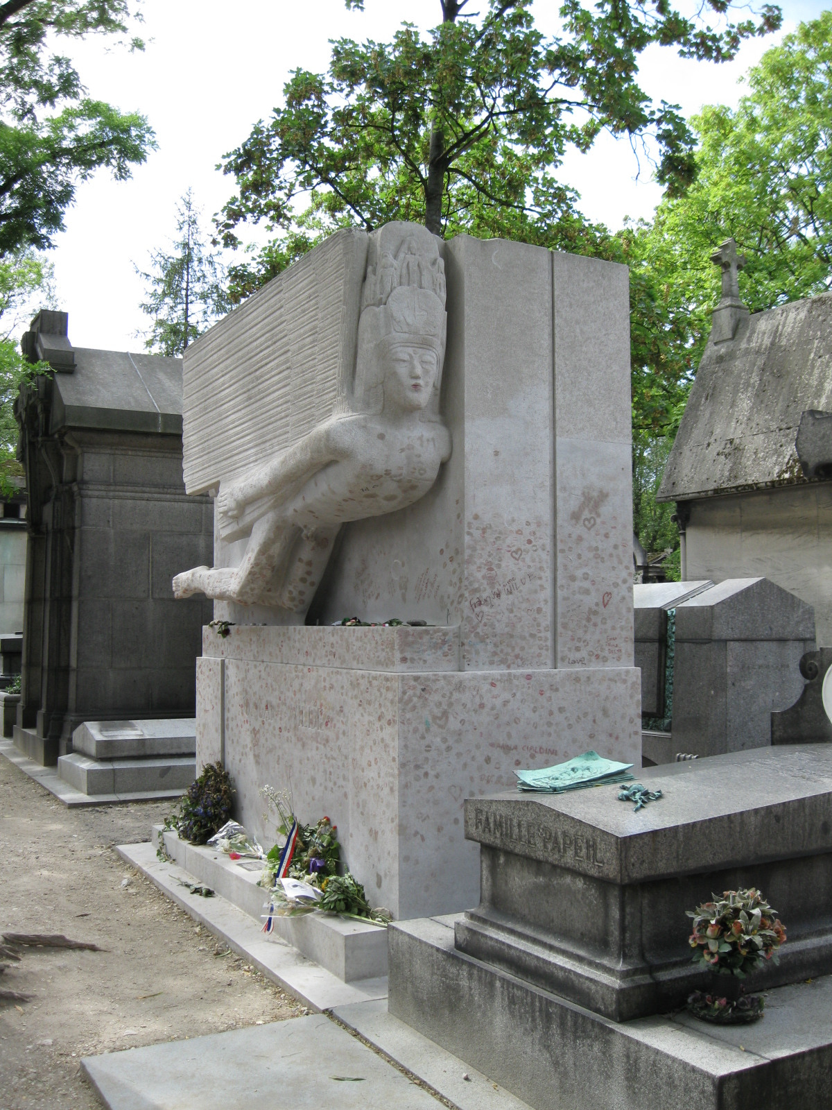 Tomb_of_Oscar_Wilde
